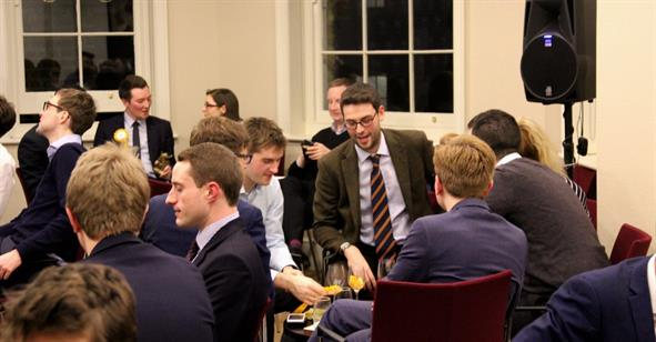 Christmas Pub Quiz:  Who's the Smartest Wonk in Westminster?